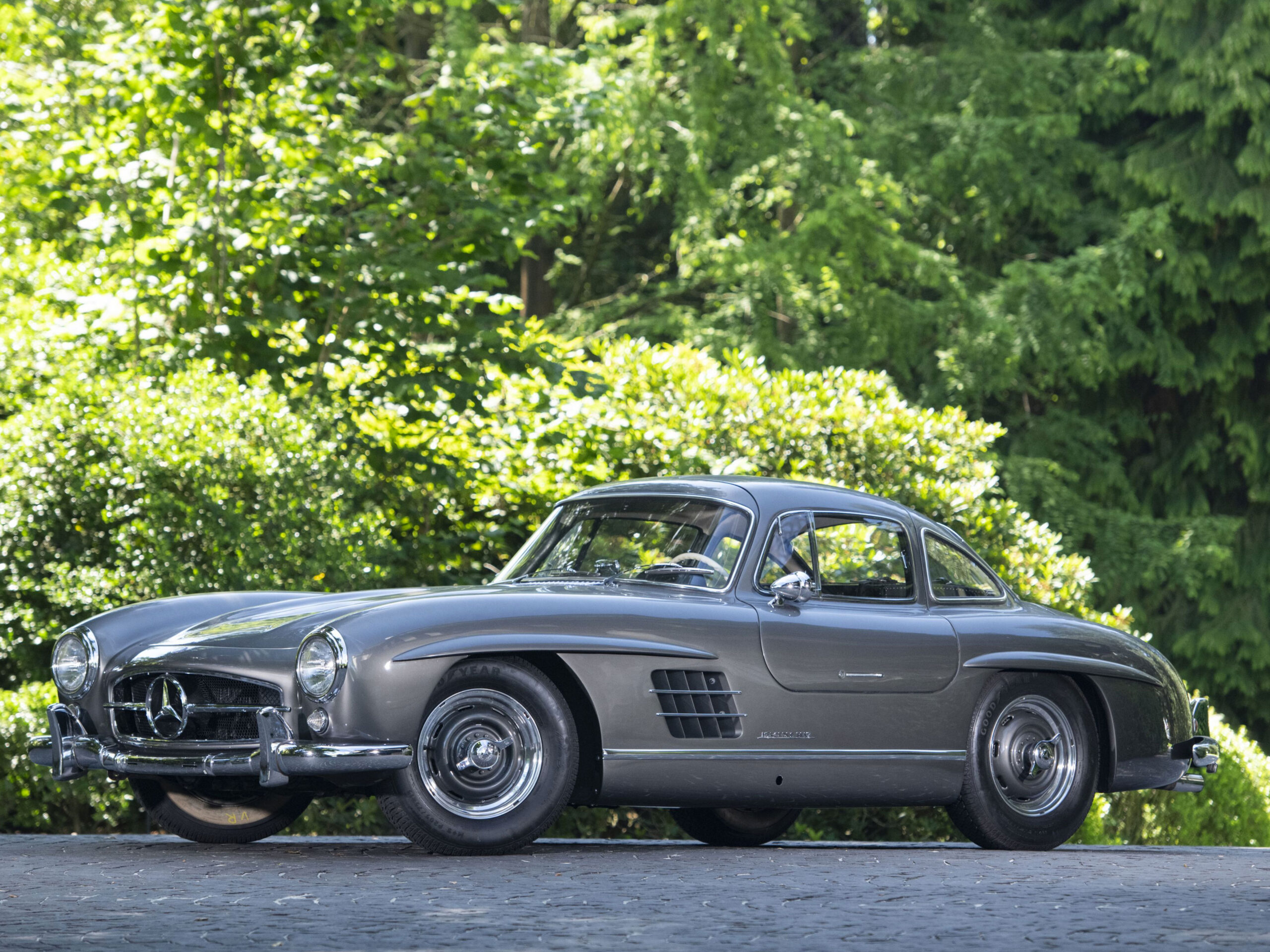 Mercedes 300SL Gullwing price tops Artcurial classic car auction